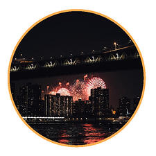 Fireworks over NYC_circle